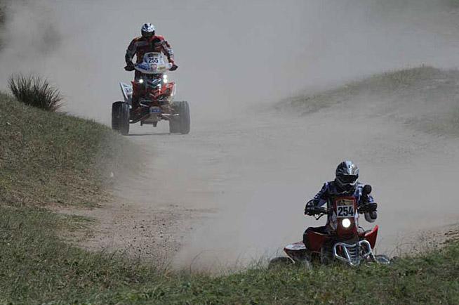 """Мотоциклетист загина в първия етап на """"Дакар"""", драматични моменти във всички категории"""