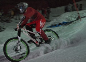 Снежната байк надпревара Borovets Winter Bike Duel с голям успех