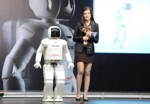 """Роботът Asimo на Honda е гост за юбилея на """"Бултрако"""""""