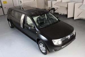 Студенти превърнаха Dacia Duster в лимузина (галерия+видео)