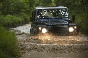 Land Rover Defender с множество промени за 2013 година (галерия)