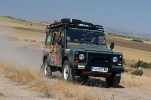 Българи на предизвикателна експедиция в Африка с Land Rover Defender