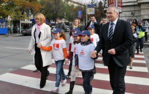 Първата светеща пешеходна пътека в България работи от днес