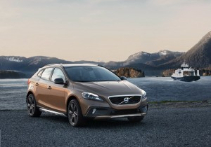 Новото Volvo V40 Cross Country – динамика и оф-роуд (галерия)