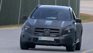 Spyshots: Очакваме компактния Mercedes GLA догодина