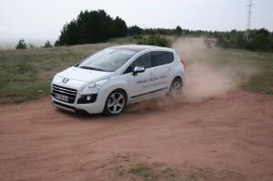 4х4 в бъдеще време: тест Peugeot 3008 HYbrid4