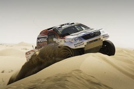 Жиниел де Вилиерс и Toyota в подготовка за Дакар 2014 (видео)