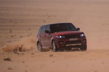 Новият Range Rover Sport с рекорд за прекосяване на пустиня (видео)