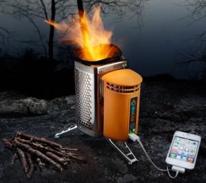 Мини-печката за къмпинг BioLite CampStove зарежда телефон