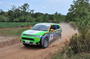 Mitsubishi Outlander PHEV на Asia Cross Country Rally 2014