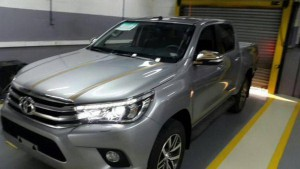 2016_toyota_hilux_leaked_2