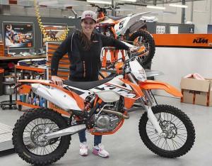 Испанката Лая Санц с KTM за рали Дакар 2016 и WEC