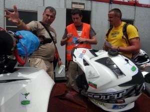 """Младен Вачков е с технически проблем след старта на втората част от етап 7 на """"Дакар"""""""