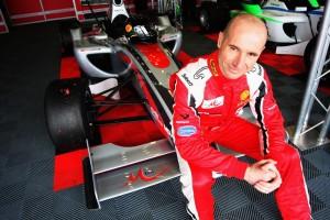 Пламен Кралев остава във Формула 2 и през сезон 2012