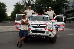 Ценков и Маринов представиха автомобила си Opel Antara за Дакар 2013