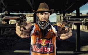 Red Bull сцепи мрака с уестърн видео, посветено на рали Дакар
