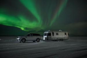 С Range Rover Sport Hybrid и каравана из Полярния кръг