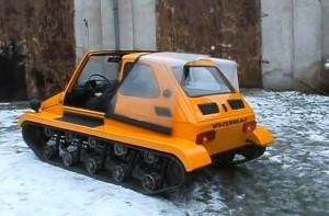 Превърнаха Fiat 126P в малък танк (видео)