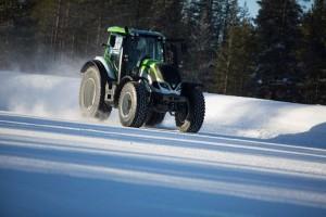 Канкунен, Valtra и Nokian Tyres с най-бързия трактор