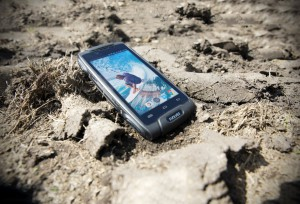 EVOLVEO StrongPhone Q8: 8 ядра, 4G и ултра здравина